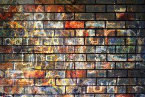 Kdo nám pomůže se zbavit graffiti