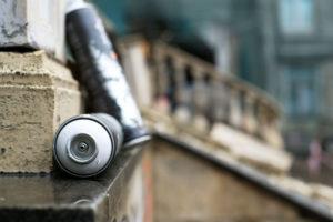 Na koho se obrátit s odstraněním graffiti