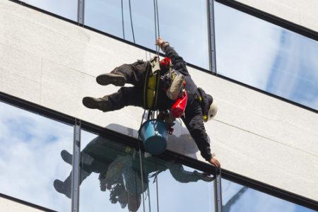 """Péči o čistotu vašich oken svěřte do rukou firmě""""Mytí oken ve výškách Liberec"""""""