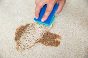 Jak odstranit barvu z koberce