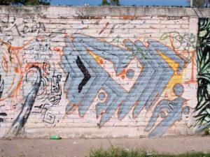 čím odstranit graffiti z cihlové zdi