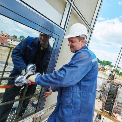 """Okna vám detailně umyje včetně parapetů a rámů """"Výškové práce Brno"""""""
