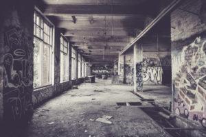 Poškození fasád graffiti
