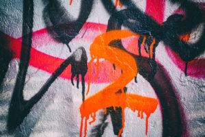 Likvidovat graffiti na domech nebo nechat sprejery dělat si co se jim zachce?