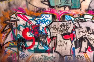 """Sprejeři svým graffiti provokují, přenechte starosti s touto provokací firmě """"Antigraffiti Brno"""""""