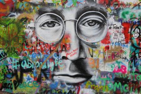 """I graffiti může jít ze zdi dolů, stačí znát ty správné postupy. """"Odstranění graffiti Brno"""""""