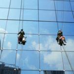 Umývanie okien výškových budov
