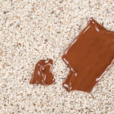 Ako odstrániť mastné škvrny z koberca? Čistenie čalúnenia a kobercov Bratislava