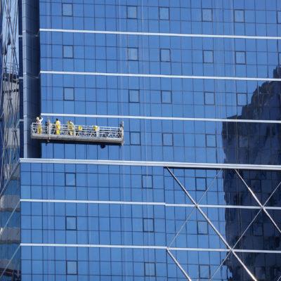 """Mytí oken ve výškách i klasicky – práce """"Mytí oken ve výškách Plzeň"""" je vždy brilantní"""