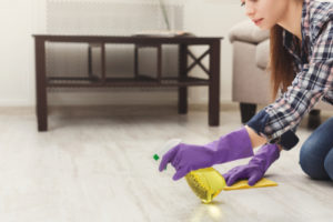 neagresivní chemie na podlahy