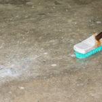 ako sa zbaviť škvrn na podlahe