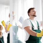 mytí oken v domě